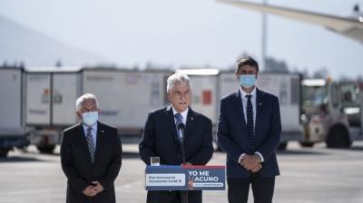 智利总统皮涅拉赴机场迎接第三批中国新冠疫苗