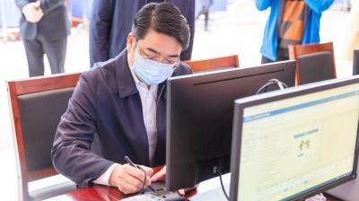 邳州市四套班子领导带头接种新冠病毒疫苗