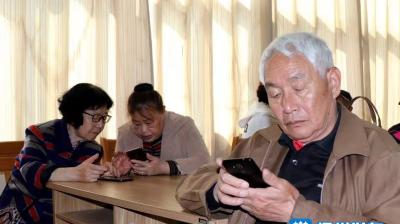我为群众办实事 | 教老年人玩转智能手机,扬州这个社区的培训很暖心